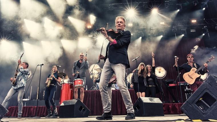 Udendørs: Lars Lilholt Band